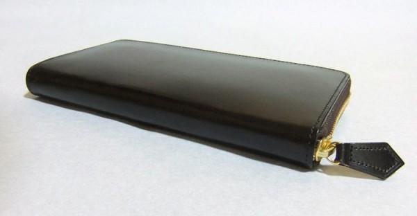 その財布はどこのブランドですか?と聞かれるような上質な革財布