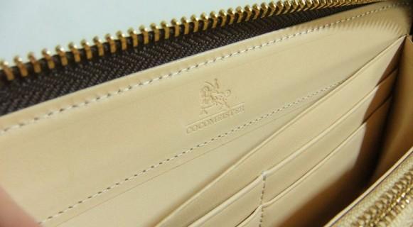 ブライドル グランドウォレットの内装に刻印されたブランドロゴ