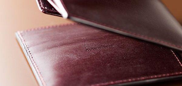 贅沢素材に確かな作りの二つ折り財布おすすめの逸品です