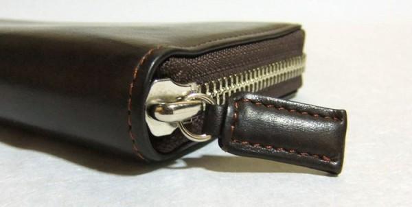 財布のコバとファスナー持ち手