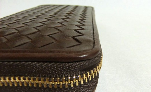 マットーネ オーバーザウォレット・縦の縫製ライン