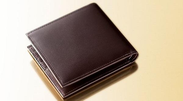 ドイツ製の最高級ボックスカーフを使った二つ折り財布