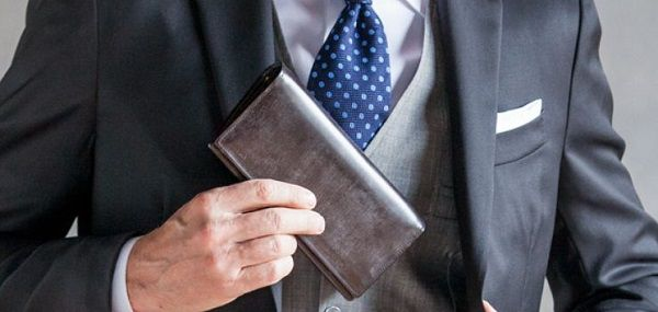 スタイリッシュでスーツとの合う長財布です