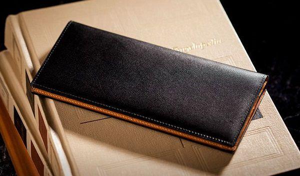 スーツに合うイタリア産最高級ボックスカーフを使った長財布