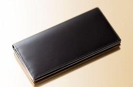 中身のある高級なメンズ革財布の一つ