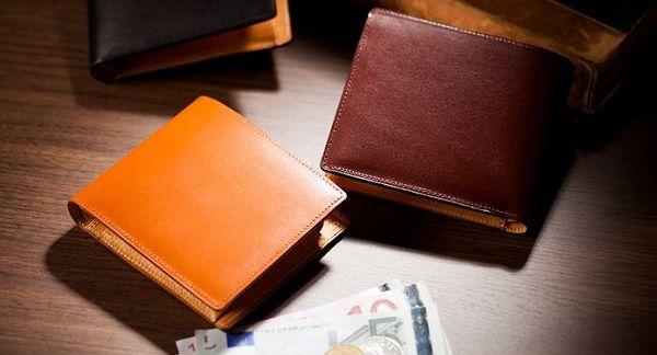 上品且つ高級感溢れるメンズ二つ折り財布です