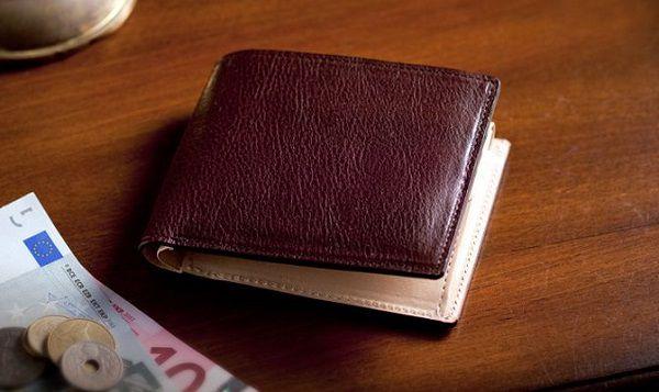 本革本来の経年変化を存分に味わい楽しめる二つ折り財布です