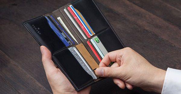 札入れ専用の長財布は高級感がありエグゼクティブなお財布ですね