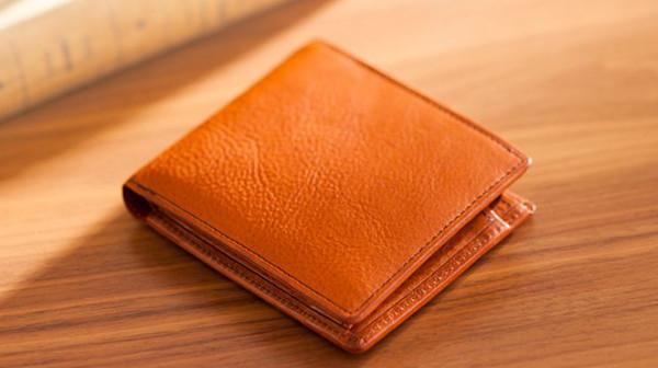 日本製のミネルバボックス(マルティーニ)二つ折り財布メンズ