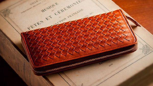 ペア財布として大人気の編み込みラウンド長財布