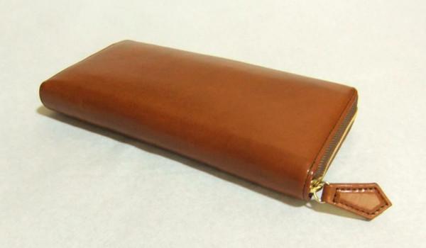 お手頃ながら質の高いおすすめの本革ラウンドファスナー長財布です
