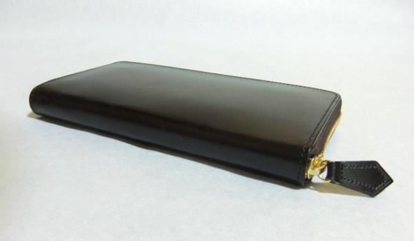 ブライドルレザーは手入れも簡単で高級感溢れるおすすめのペア財布です