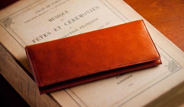 経年変化を存分に楽しめる薄いメンズ長財布