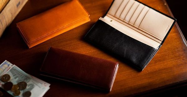 シンプルかつ上質な本革長財布です